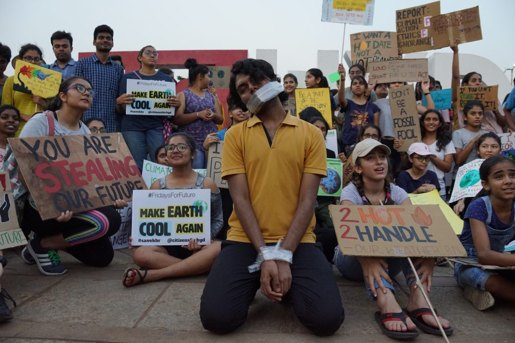Major climate strike in Hyderabad (India). The demonstrators know what to expect and have a clear message.